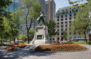 Dorchester Square, downtown Montréal. Where the proposal took place!